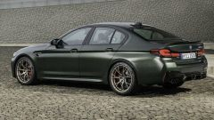 BMW M5 CS 2021, vista 3/4 posteriore