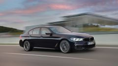 BMW M550i xDrive: nuove sono anche le prese d'aria laterali