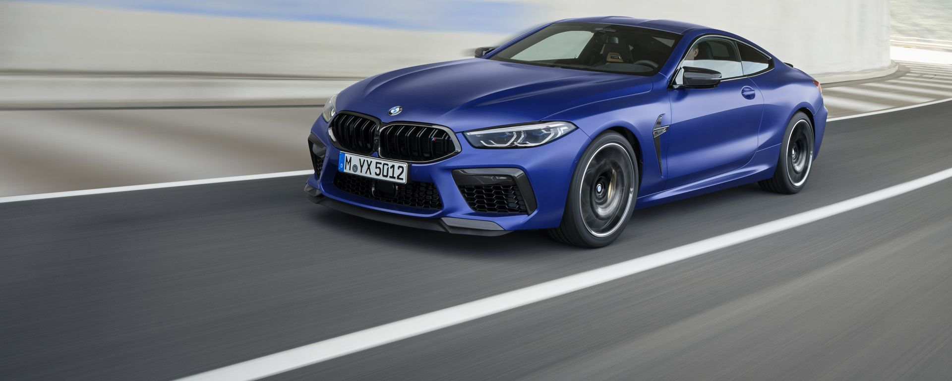 BMW M8 Competition Coupé, vista 3/4 anteriore