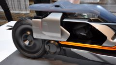 BMW Motorrad Concept Link, sotto la sella c'è un vano celato da uno sportello scorrevole