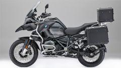 BMW Motorrad Edition Black: i nuovi accessori visti dal lato sinistro