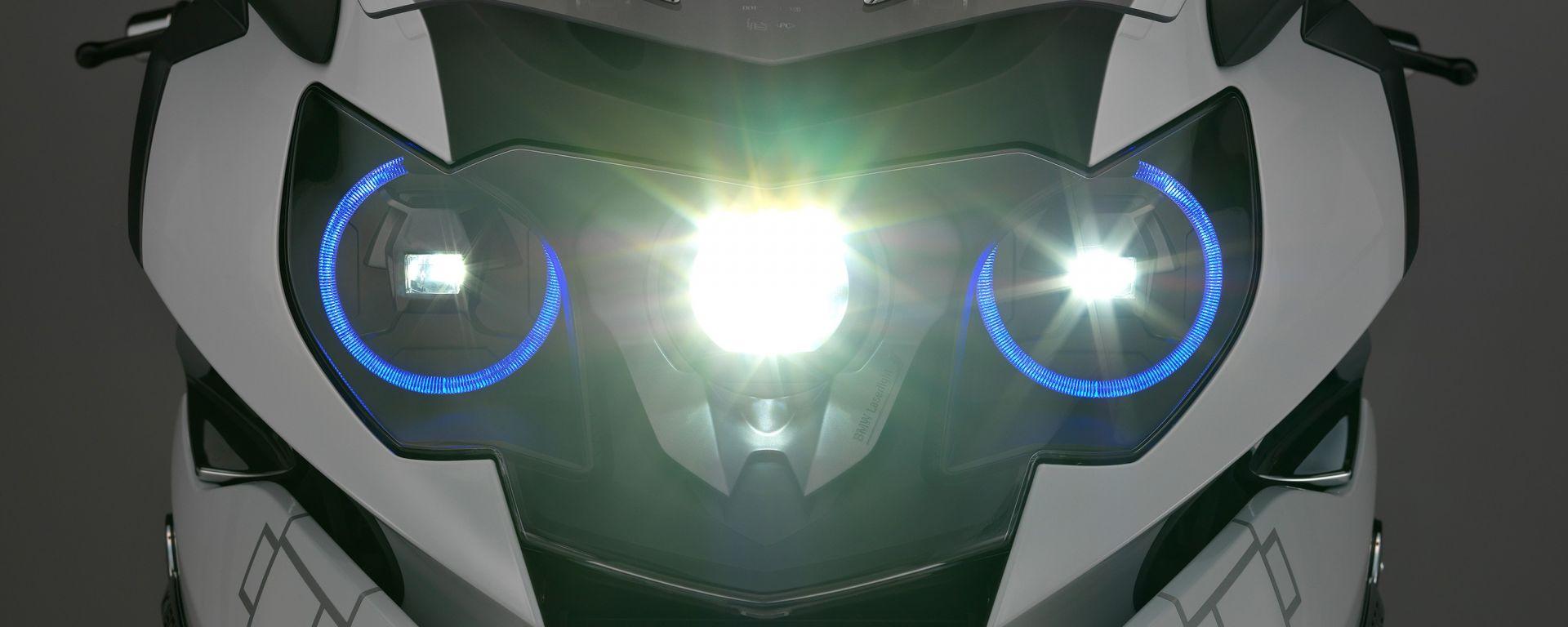 BMW Motorrad: fari laser e casco con head-up display