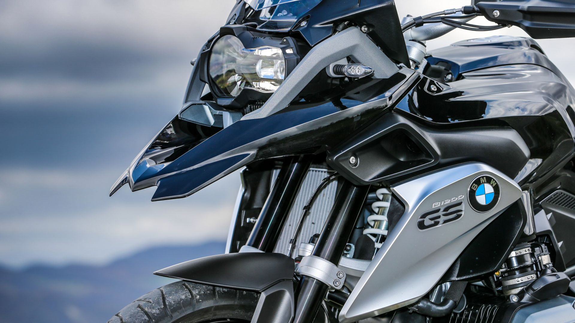 versione speciale  bmw r 1200 gs triple black