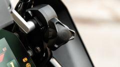 BMW R 1250 GS 40 Years 2021: il cupolino si regola facilmente tramite questa manopola