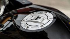 BMW R 1250 GS 40 Years 2021: il tappo serbatoio elettrico