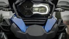 BMW R 1250 GS Adventure 2019: il faro anteriore a LED è di serie