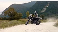 BMW R 1250 GS: cambiano il motore e l'estetica. Ecco quanto costa - Immagine: 1