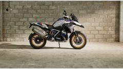 BMW R 1250 GS: cambiano il motore e l'estetica. Ecco quanto costa - Immagine: 2