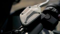 BMW R 1250 GS: cambiano il motore e l'estetica. Ecco quanto costa - Immagine: 10