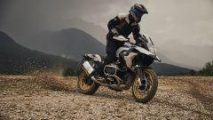 BMW R 1250 GS: cambiano il motore e l'estetica. Ecco quanto costa - Immagine: 16