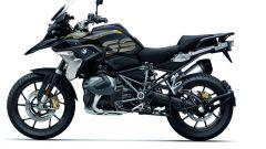 BMW R 1250 GS: cambiano il motore e l'estetica. Ecco quanto costa - Immagine: 27