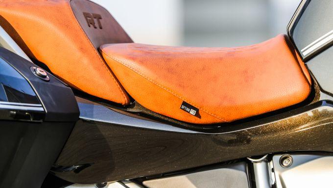 BMW R 1250 RT: dettaglio della sella Option 719