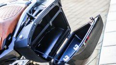 BMW R 1250 RT: le valigie ospitano comodamente un casco integrale