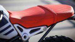 BMW R nineT Urban G/S: dettaglio della sella arancione