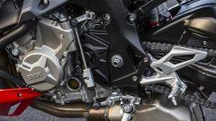 BMW S 1000 R 2017: dettaglio pedana sinistra