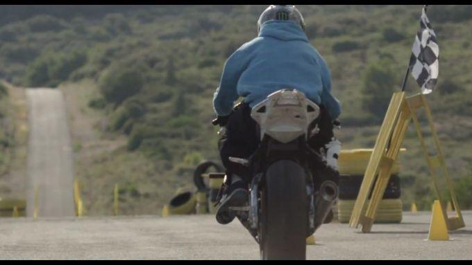 Immagine 3: BMW S1000RR in drift, il video