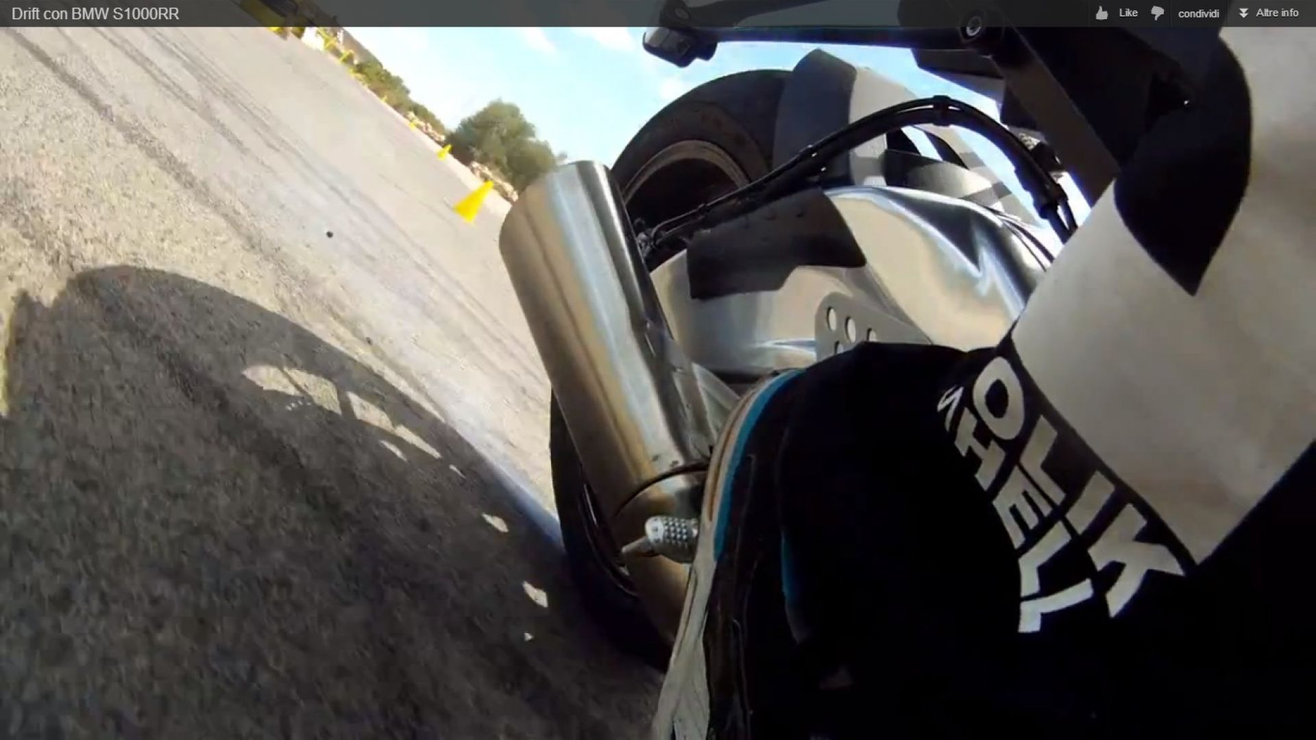Immagine 10: BMW S1000RR in drift, il video
