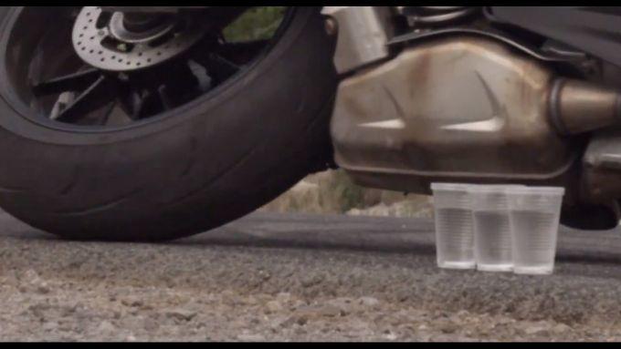 Immagine 8: BMW S1000RR in drift, il video