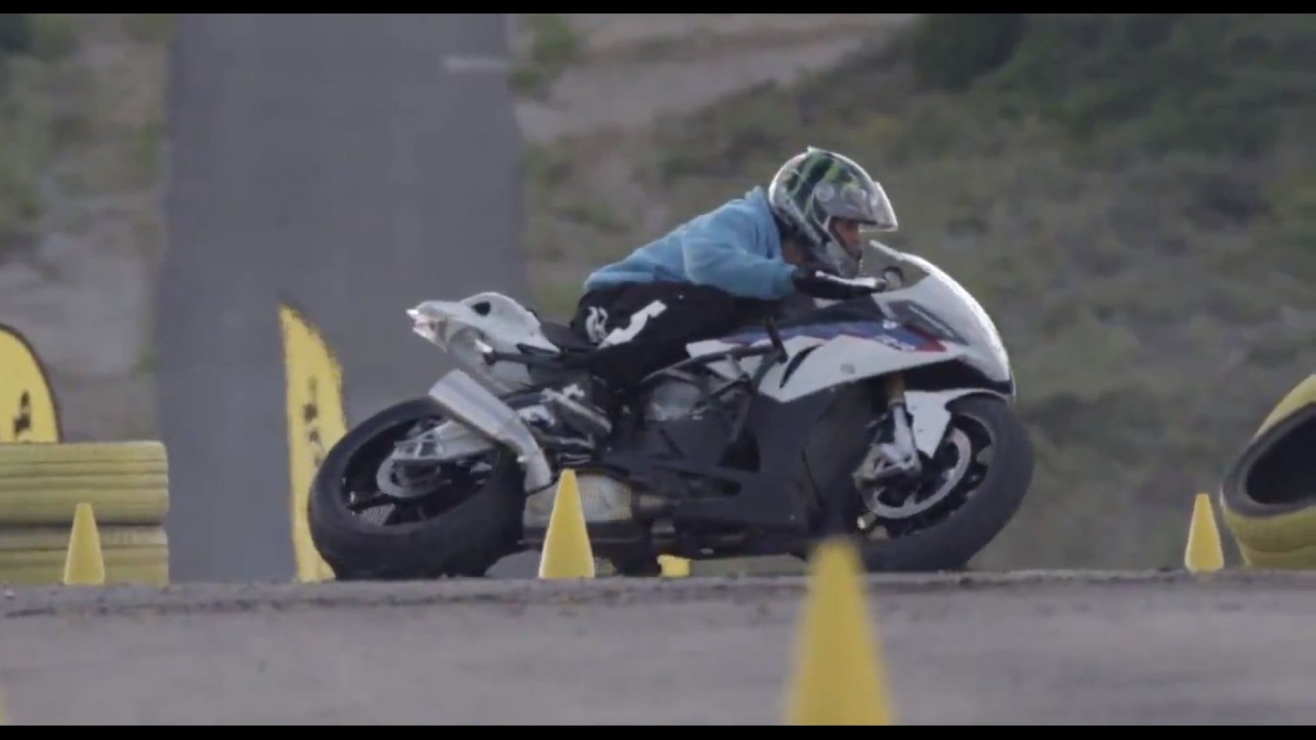 Immagine 7: BMW S1000RR in drift, il video
