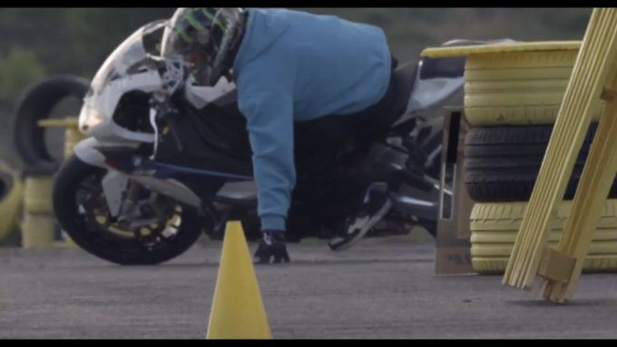 Immagine 4: BMW S1000RR in drift, il video