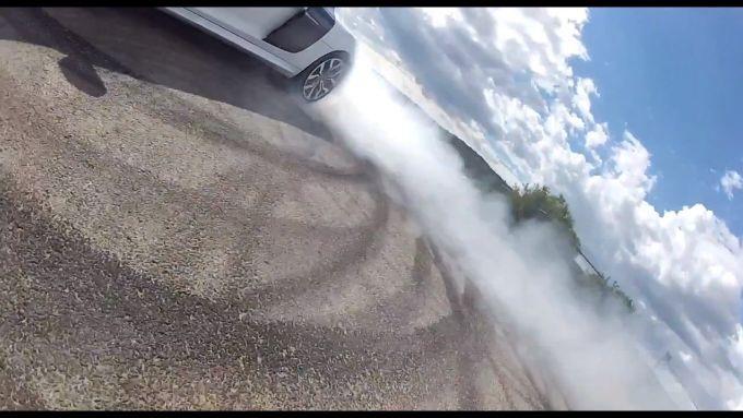Immagine 14: BMW S1000RR in drift, il video