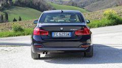 BMW Serie 3 330e: la batterie riducono il bagagliaio a 370 litri