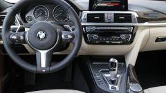 BMW Serie 3 330e: l'abitacolo è finemente rivestito in pelle