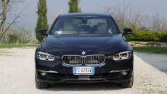 BMW Serie 3 330e: lo sguardo dei fari full Led