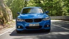 BMW Serie 3 GT: fari abbaglianti e anabbaglianti utilizzano la tecnologia LED