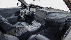 BMW Serie 4 Coupé 2020: gli interni, ancora parzialmente camuffati