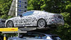 BMW Serie 4 Coupé, le foto spia di tre quarti retro