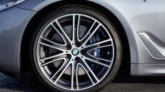 BMW Serie 5 2017: i cerchi vanno da 17 a 20 pollici