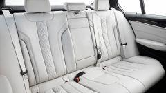 BMW Serie 5 2017: i sedili in pelle bianca