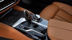 BMW Serie 5 2017: il design del cambio automatico