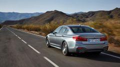 BMW Serie 5 2017: in coda cambia il disegno dei fanali a Led