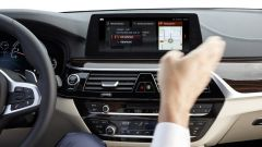 BMW Serie 5 2017: l'infotainment funziona anche a comandi gestuali