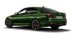 BMW Serie 5 2020 M550: visuale di 3/4 posteriore