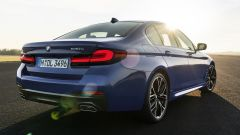 BMW Serie 5 2020 Sedan: 3/4 posteriore