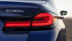 BMW Serie 5 2020 Sedan: particolare dei nuovi gruppi ottici posteriori