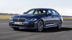 BMW Serie 5 2020 Sedan su strada