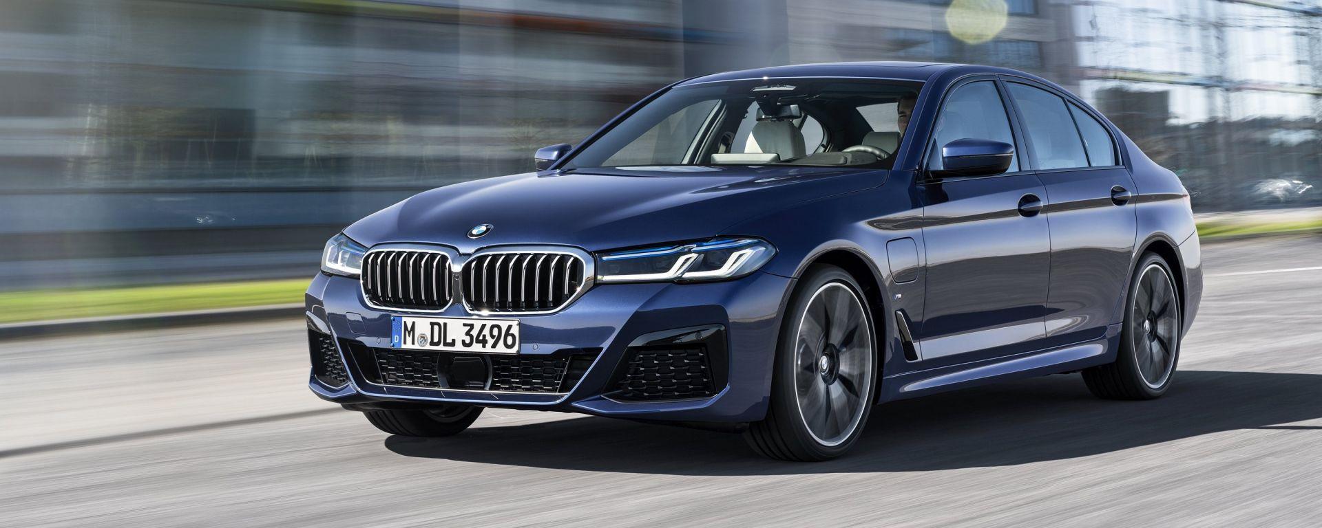 BMW Serie 5 2020 Sedan: visuale di 3/4 anteriore