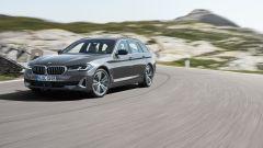 BMW Serie 5 2020 Touring: visuale di 3/4 anteriore