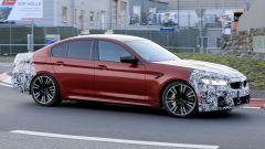BMW Serie 5 facelift: passaggio laterale