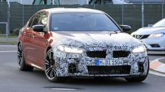 BMW Serie 5 facelift: un passaggio al Nurburgring