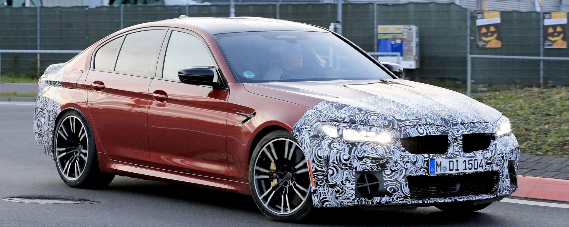 BMW Serie 5 facelift: visuale di 3/4 anteriore