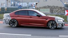 BMW Serie 5 facelift: visuale laterale