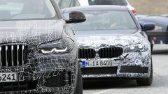 BMW Serie 5 restyling: cambiano i fari davanti