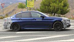 BMW Serie 5 restyling: cambiano il muso e la coda