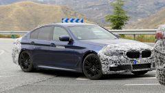 BMW Serie 5 restyling: la macchina camuffata