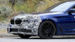 BMW Serie 5 restyling: un dettaglio del frontale nuovo